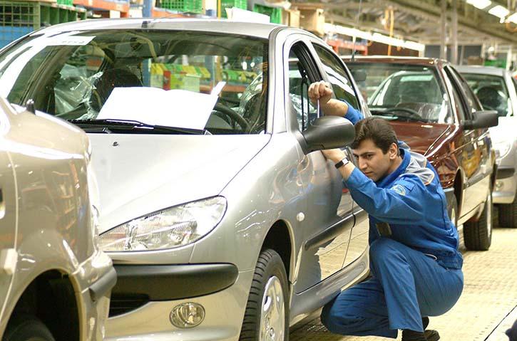 عضو هیئت علمی دانشگاه علامه: قیمت خودرو در ایران ۲.۵ برابر جهانی است