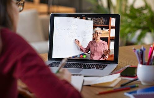 تعامل آنلاین استادان با دانشجویان در دوران کرونا